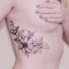 Diana Severinenko est jeune artiste tatoueuse de 21 ans qui vit et exerce son métier en Ukraine. Mais du haut de jeune age, Diana a déjà trouvé son style et son talent n'est plus à prouver, c'est juste sublime ce qu'elle réalise, je suis fan !! Des fleurs, des oiseaux, des animaux, la nature, …