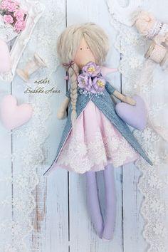 Textile, rag doll in the style of Tilda. Softies, Plushies, Felt Dolls, Dolls Dolls, Tilda Toy, Pretty Dolls, Diy Doll, Fabric Dolls, Handmade Toys