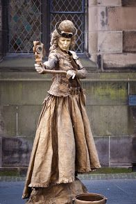 Lutrek - GALLERY - living statues Imagine holding your arms out that long! Living Statue, Horror Themes, Street Performance, Steampunk Costume, Walkabout, Circus Party, Street Artists, Bronze Sculpture, Body Painting