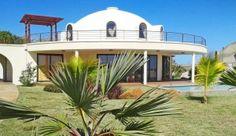 Купольный дом с широкой верандой и террасой