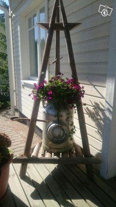 Luukku.com Outdoor Projects, Garden Projects, Diy Arbour, Wooden Words, Home Flowers, Garden Structures, Outdoor Life, Garden Inspiration, Plant Hanger