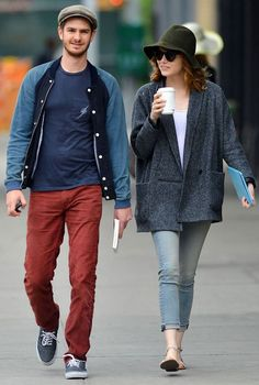 Emma Stone and Andrew Garfield, coffee date, green hat, grey over-sized coat