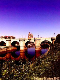 Puente de Toledo sobre el río Manzanares. Toledo Bridge and Manzanares River