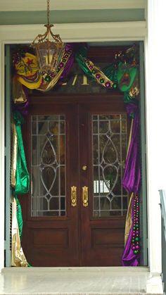 * T h e * V i s u a l * V a m p *: Decorate Your House For Mardi Gras