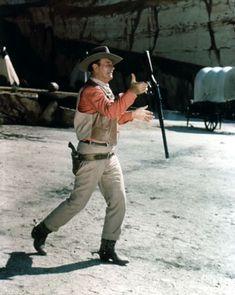 John Wayne spinning a Winchester rifle. John Wayne Quotes, John Wayne Movies, Iowa, The Lone Ranger, Actor John, Western Movies, Best Actor, Hollywood Stars, Thing 1