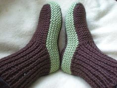 knit slippers with link to free pattern