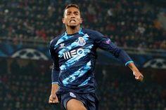 Porto and Real Madrid confirm Danilo summer transfer World Football, Soccer World, Free Kick, Goalkeeper, Cristiano Ronaldo, Real Madrid, Kicks, Summer, Porto