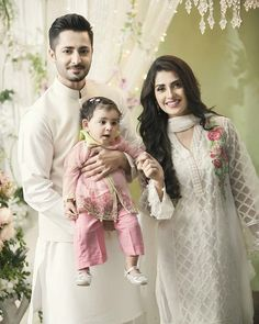 #AizaTaimoor and #DanishTaimoor pose with their precious #Hoorain for the very first time for #MariaB #EidCollection #ebuzztoday