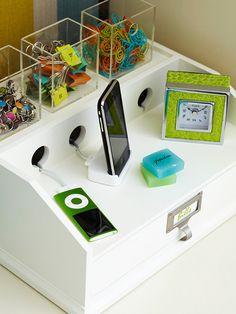 Gadget station Home Organisation, Office Organization, Desktop Organization, Casa Clean, Ideas Para Organizar, Drop Zone, Staying Organized, Organized Dorm, Mudroom