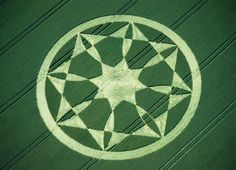Pointed Star crop circle at Bishops Cannings, UK (2000) - photo from Cropcircle Essences (#30)