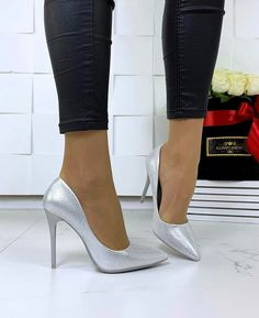 high heels – High Heels Daily Heels, stilettos and women's Shoes High Heels Outfit, Shoes Heels, Pumps, Dress Shoes, White High Heels, Sexy High Heels, Baskets, Mode Shoes, Beautiful High Heels