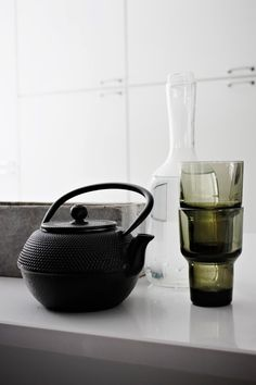 A perfect little black teapot. #modern #teapot #minimal decor NETTANATALIAS
