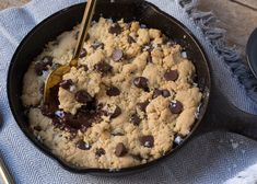Grant Melton's Skillet Cookie for 2 Easy Holiday Desserts, No Bake Desserts, Dessert Recipes, Dessert Ideas, Dessert For Two, Dessert Bars, Yummy Treats, Sweet Treats, Yummy Food