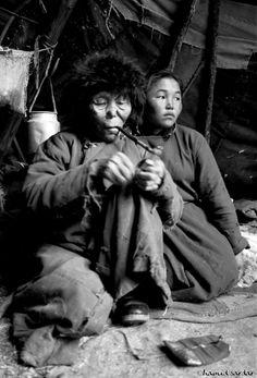 Illustration of the vanishing DUKHA people, Mongolia's last nomadic reindeer herders, by photographer and scholar of Tibetan and Mongol languages HAMID SARDAR-AFKHAMI. → #mongolia | #dukha | #tsaatan | #reindeer_people | #nomads | #reindeer
