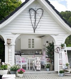 I really love this idea...what a sweet place for the girls to meet!