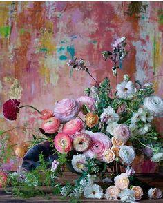 Beautiful blooms towards a stunning painterly backdrop. (Backdrop from My Flower, Flower Art, Beautiful Flowers, Beautiful Flower Arrangements, Floral Arrangements, Jolie Photo, Arte Floral, Ikebana, Planting Flowers
