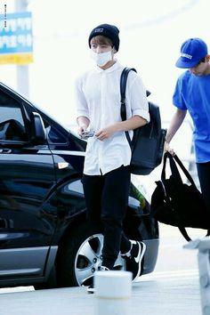 Resultado de imagen para jungkook airport fashion