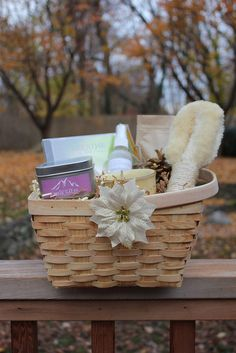 Gift Basket Medium, via Flickr. Wrapping Gift Baskets, Pinterest Projects, Gift Exchange, Holiday Wreaths, Christmas Presents, Happy Holidays, Baby Shower, Invitations, Basket Ideas
