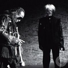 Miles Davis & Andy Warhol, The Tunnel Club, NYC, February 1987 by Jonnie Miles - Warhol died less than a week later Andy Warhol, Jazz Artists, Jazz Musicians, Miles Davis, Santa Monica, Francis Wolff, Jazz Blues, Hollywood, American Artists
