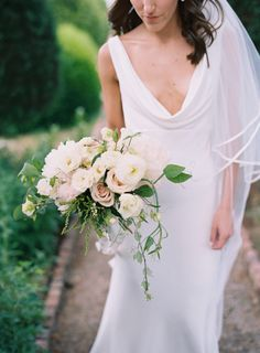 Elegant blush and ivory blooms: http://www.stylemepretty.com/tennessee-weddings/franklin/2016/07/13/classic-southern-wedding-in-tennessee/ | Photography: Austin Gros - http://austingros.com/