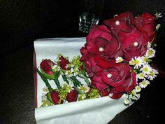 Sedie vestite ~ Sedie vestite fiocchi fatti composizioni floreali sistemate