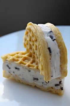 14 Creative Ways To Use Packaged And Canned Food Eggo Waffle Ice Cream Sandwich and other creative, much more delicious ways to eat packaged food Frozen Desserts, Just Desserts, Delicious Desserts, Dessert Recipes, Yummy Food, Waffle Ice Cream Sandwich, Eggo Waffles, Frozen Waffles, Pumpkin Waffles
