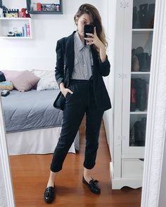 30 Sophisticated Work Attire and Office Outfits for Women to Look Stylish and Chic - Lifestyle State Tomboy Outfits, Casual Work Outfits, Business Casual Outfits, Work Attire, Work Casual, Casual Chic, Fashion Outfits, Heels Outfits, Office Attire