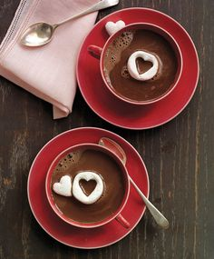 Hot Chocolate with Marshmallow Hearts | 13 Valentine's Day Recipes For Your Loved Ones | https://homemaderecipes.com/valentines-day-recipes/