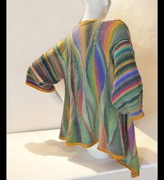 The winding and leaf like shapes and the colors of this cardigan remind me of jungle. This is why I named it Selva which is the Spanish word for jungle.