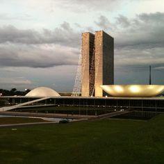 Brasilia e uma cidade maravilhosa e muito Linda a unica coisa que estraga Brasilia são os Políticos corruptos.