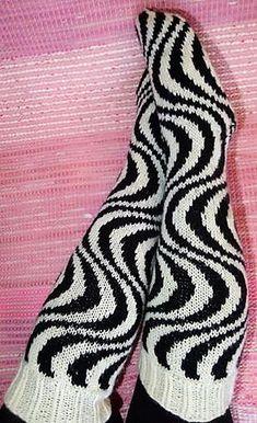 Ravelry: Säännöllinen seepra pattern by U. Knitting Socks, Hand Knitting, Knitting Patterns, Knit Socks, Knitted Booties, Baby Booties, Easy Model, Cool Socks, Awesome Socks