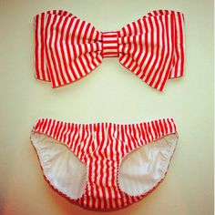 Red and white striped vintage swimsuit:: Bow bikini top:: Pin Up Girl Swimwear:: vintage bathing suits:: retro swimsuit Mode Style, Style Me, Mode Club, Rich Girls, Bow Bandeau, Mode Shoes, Red And White Stripes, Summer Stripes, Up Girl