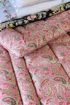 Vintage Home - Immaculate Double Pink Paisley Eiderdown.