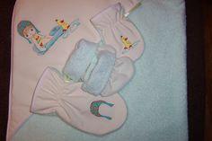 Serviette de bain, gant de toilette adulte, gant de toilette enfant, pantoufle. Peint à la main. Va laveuse-sécheuse. 40$
