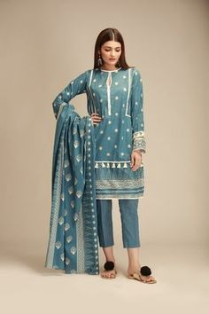 Khaadi Own Your Neutrals 2020 Sleeves Designs For Dresses, Dress Neck Designs, Stylish Dress Designs, Stylish Dresses, Casual Dresses, Fashion Dresses, Pakistani Cape Dresses, Pakistani Dress Design, Pakistani Outfits