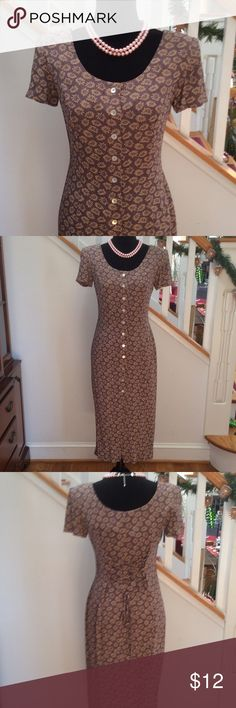 Ann Taylor Dress, Beauty! Size 2P Pretty Ann Taylor Dress, buttons in front and lovely criss-cross tie in back. Sure to bring you compliments! Too small for me now  Lavenders & Creme. 100% Rayon, Size 2P Ann Taylor Dresses Midi