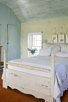 In the master bedroom, the beadboard ceiling and a series of Texas wildflowers, pressed and framed by the wife, add to the sense of place.