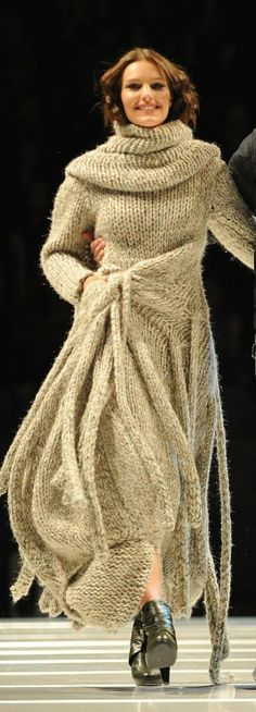 Sorry, but I don't think rope dresses will EVER be in style