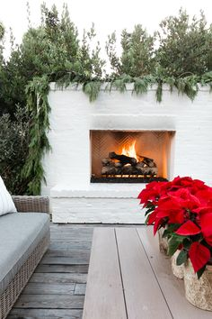 Honeybee Home – Our Holiday Home Decor (and video! Backyard Plan, Backyard Patio, Backyard Landscaping, Backyard Retreat, Outdoor Spaces, Outdoor Living, Back Patio, Outdoor Entertaining, Outdoor Gardens
