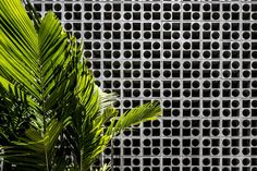 Image 48 of 58 from gallery of B+B House / Studio - Marcio Kogan + Renata Furlanetto + Galeria Arquitetos. Photograph by Fernando Guerra Facade Architecture, Landscape Architecture, Contemporary Architecture, Studio Mk27, Clinic Design, Concrete Blocks, Concrete Floor, Facade Design, House Design
