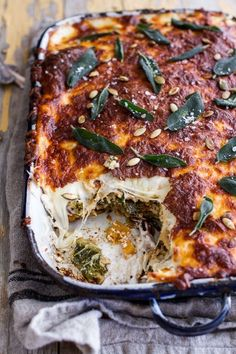 Squash and Kale Florentine Lasagna is part of Lasagna Holiday lasagne are the best for pleasing a hungry crowd Try this Simple Caramelized Butternut Squash and Kale Florentine Lasagna from halfbake - Veggie Recipes, Vegetarian Recipes, Dinner Recipes, Cooking Recipes, Healthy Recipes, Healthy Food, Seafood Recipes, Cooking Icon, Basic Cooking