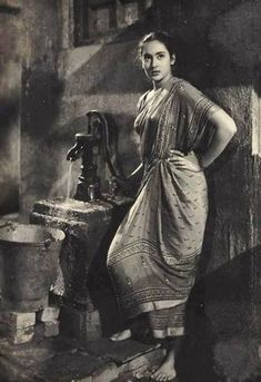 Nutan fetching water, a common occasion for meeting in India Vintage India, Vintage Bollywood, Bollywood Photos, Indian Bollywood, Bollywood Style, Beautiful Girl Indian, Most Beautiful Indian Actress, Rare Photos, Vintage Photographs