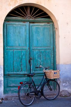Beautiful blue door in Lucca, Tuscany, Italy Lucca Italy, Tuscany Italy, Old Doors, Windows And Doors, Under The Tuscan Sun, Closed Doors, Doorway, Stairways, Arches