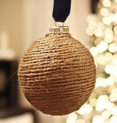 10 Ways to Use Rope to Decorate for Christmas: http://www.completely-coastal.com/2012/12/decorative-rope-ideas-for-Christmas.html