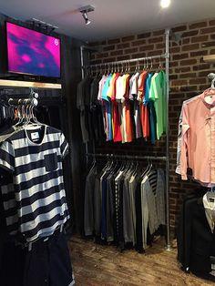 Boutique Interior, Ideas De Boutique, Clothing Store Interior, Clothing Store Displays, Clothing Store Design, Shop Interior Design, Clothing Racks, Boutique Velo, Rolling Clothes Rack