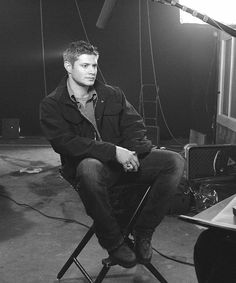 Look at that sexy man just sitting there. Omg. Hotty. Lol.