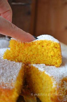 Ho comperato le carote appositamente per preparare questa torta, un classico che però non avevo mai fatto. Umida al punto giusto, supermorbida e veramente veloce da preparare... Da questa mattina la c