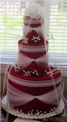 A towel cake is great for wedding, home, and baby showers! Just change the colors of the towels and ribbons based on what the receiver wants. Add kitchen utensils or baby bath items to decorate. I love this!