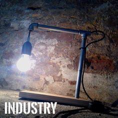 Industry  Lampada industrial design, tubolari in ferro, rovere impiallacciato ed accensione a pulsante con filo gommato ner