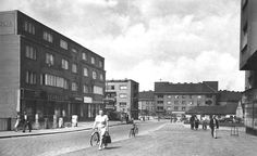 Na pocatku 50.let 20.stoleti-bez panelaku.. Ulice,ktera se,nyni, jmenuje Antonina Kaliny a tehdejsi podoba Jiraskova namesti,kde je od r.1970 parkoviste. Sb.VS